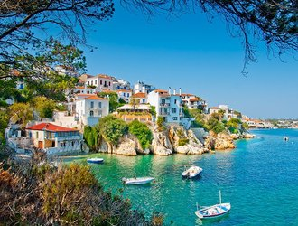 10 Stunning Photos Inspiring a Summer Holiday to Greece