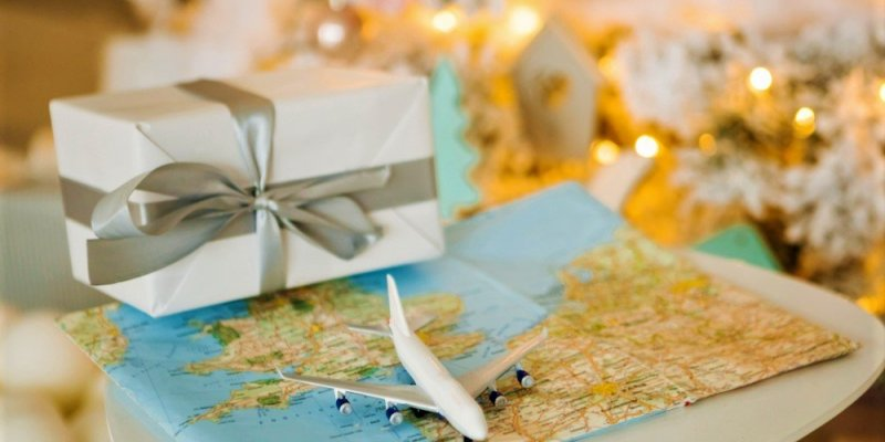 15 Best Gifts For People Who Love To Travel