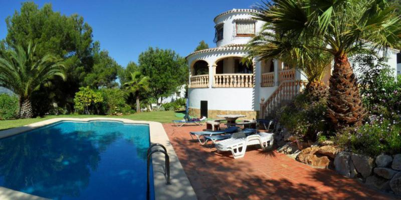 An interview with Konrad who owns a villa in Javea, Spain