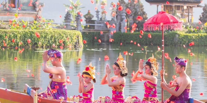 reasons why bali is a good place to go to on a holiday 20 reasons bali is the one-of-a-kind holiday destination posted on january 2, 2016 by bali travelo it has long been established by many sources whether professional or personal opinions that bali is one of the best travel destinations in the world.
