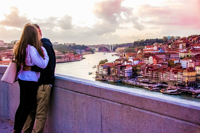 Couple kissing in front of the Douro river