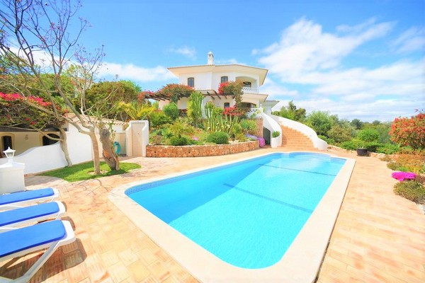 villa in Lagoa with stunning blue private pool