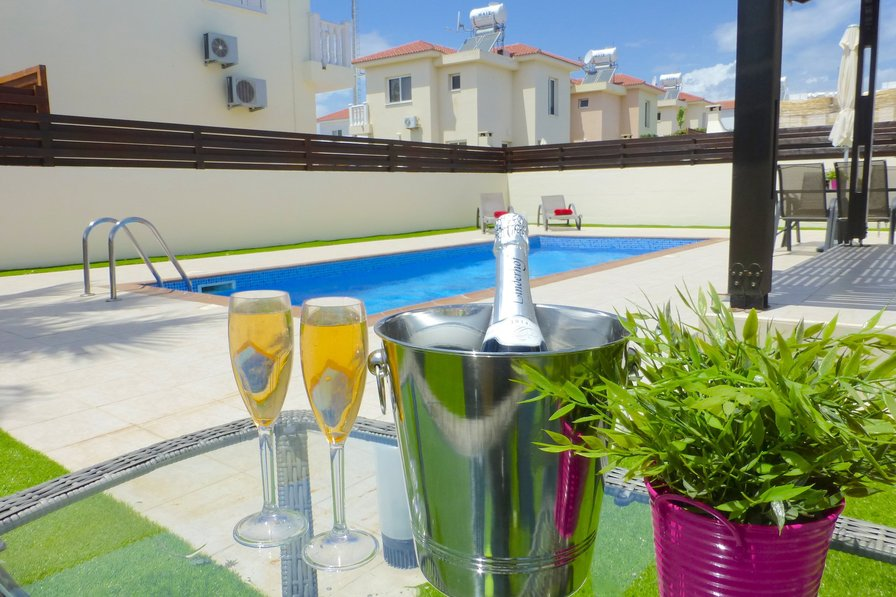 pool and drinks in cheap Ayia Napa villa