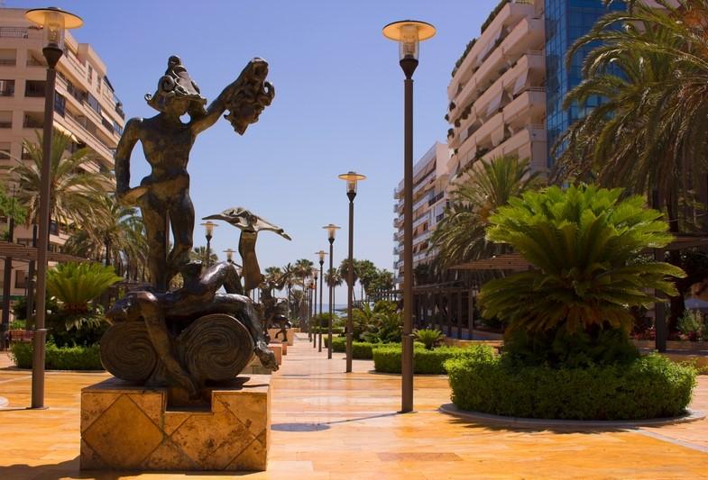 Salvador Dali sculpture
