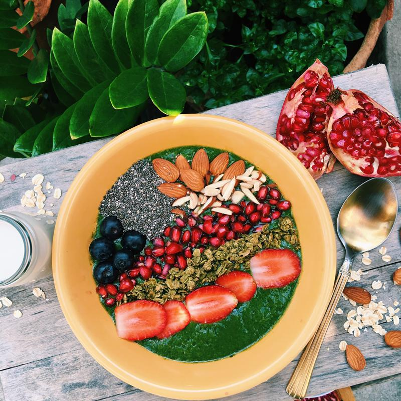 healthy eating in Bali - smoothie bowl