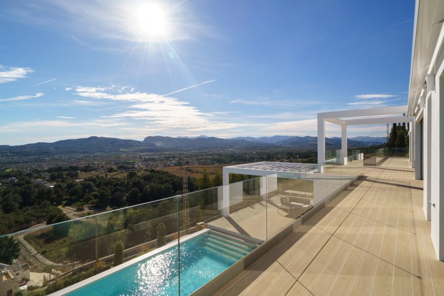 Stunning villa with swimming pool and views to the sea