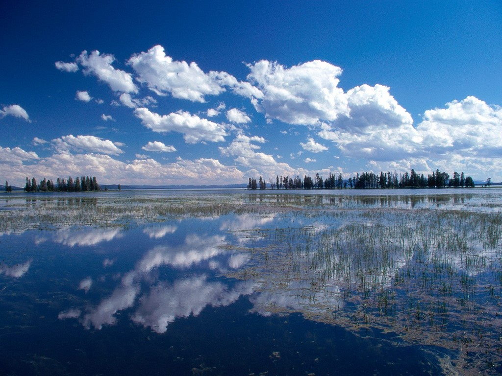 Yellowstone Lake - lakes in the USA