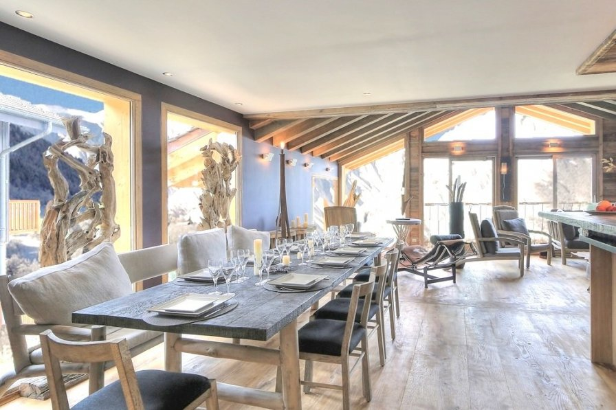 Chic Alpine chalet with lots of wooden furniture