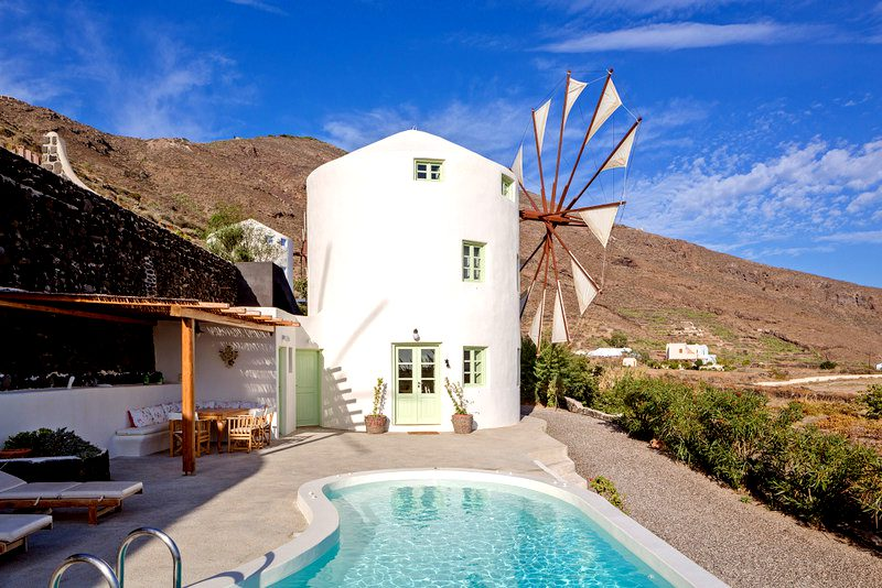 Old Mill to rent in Santorini