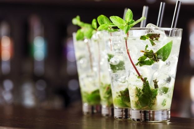 4 mojitos standing on a bar