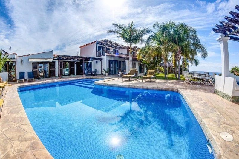 Amazing six bedroom villa in Tenerife with a huge heated private pool. Next to Amarilla Golf course.