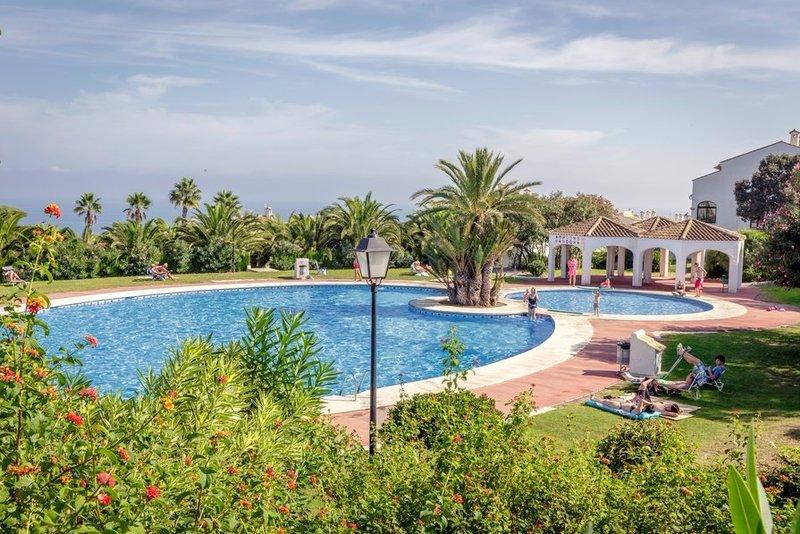 3 bedroom beachfront air-conditioned house in the Gran Vista complex, Alicante.