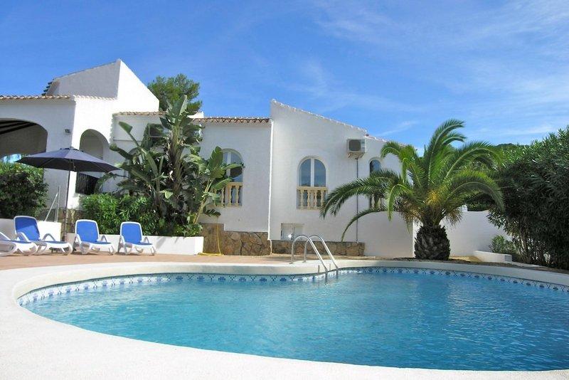 4 bedroom villa near the beach in Javea, Costa Blanca, with private pool.