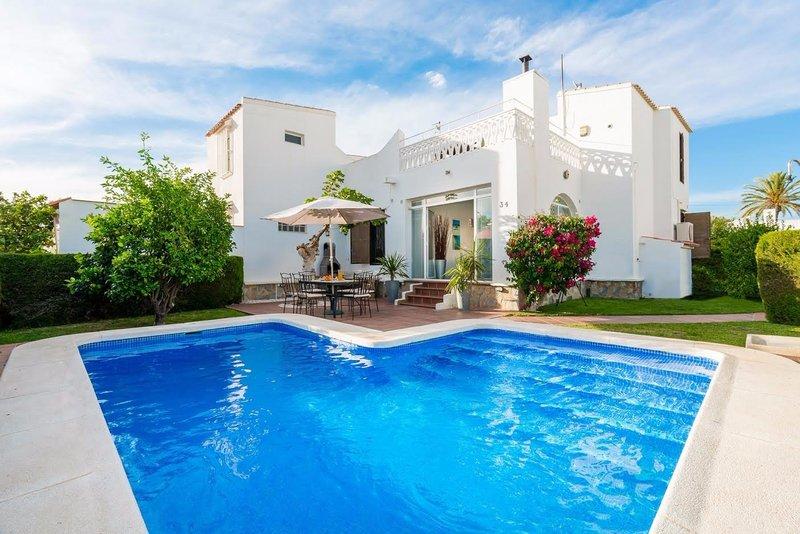 2 bedroom villa with private pool in a quiet residential complex in Costa Blanca, Alicante.