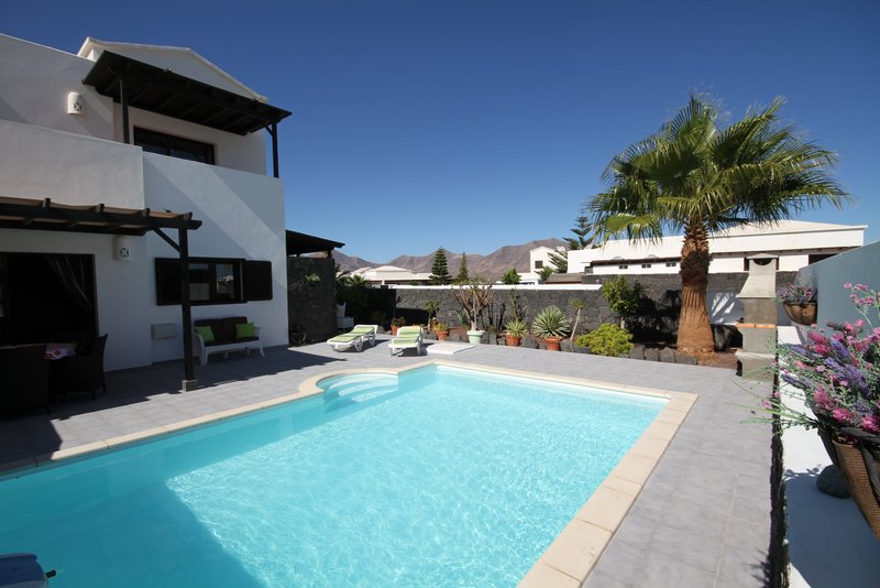 3 bedroom villa in Lanzarote with private pool; only 15 minutes walk to the beach