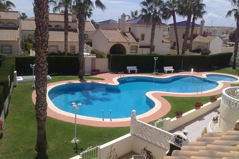 Family friendly 3 bedroom villa in Costa Blanca. Safe pool area and near the beach.