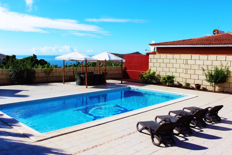 Newly refurbished 2 bedroom villa near Los Cristianos, Tenerife with heated private pool.