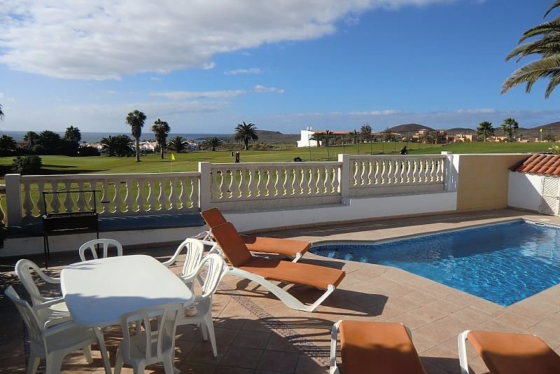 4 bedroom villa in Amarilla Golf with private pool.