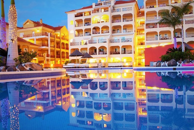 Spacious 2 bedroom air-conditioned apartment in Dinastia, Los Cristianos.