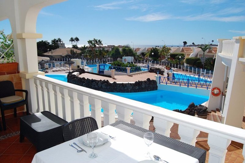 Duplex apartment (sleeps 6) in Palms Golf and Country Club, Golf del Sur - Tenerife.