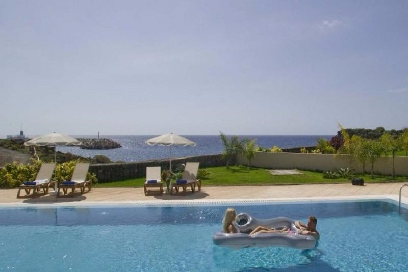 Stunning 2 bedroom family-friendly villa in Amarilla Golf, South Tenerife.