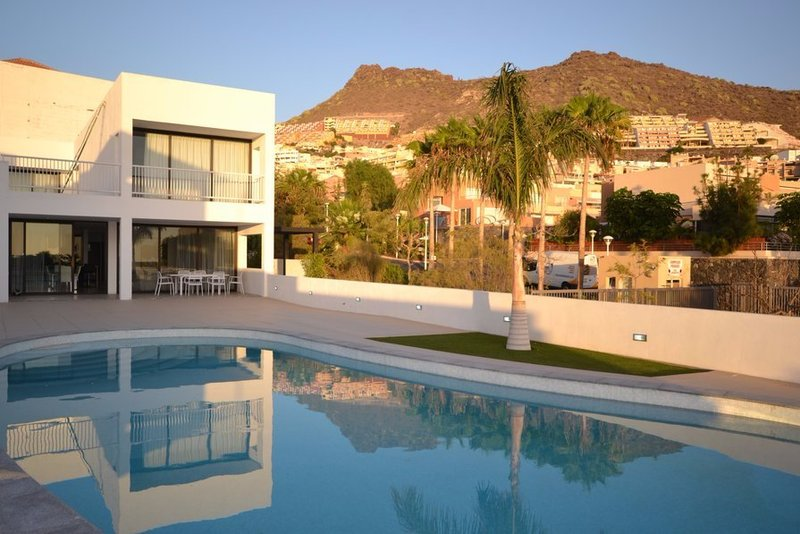 4 bedroom villa in Costa Adeje, South Tenerife with private pools and stunning views.