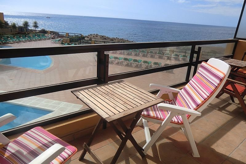 Popular one bedroom modern apartment in Aguamarina, Golfe del Sur. Uninterrupted sea views and a short walk to the seafront promenade.