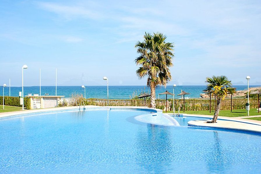 Apartment in Spain, Playa Romana-Carregador: Pool to beach