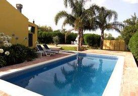 Villa in Marim, Algarve: Swimming Pool with Patio