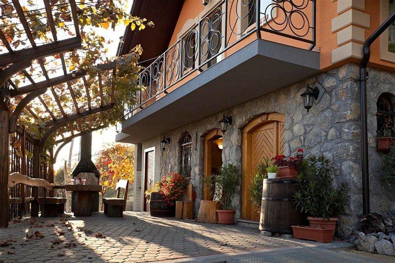 Cottage in Slovenia, Koglo