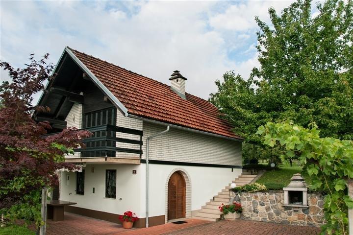 Cottage in Slovenia, Mavrlen