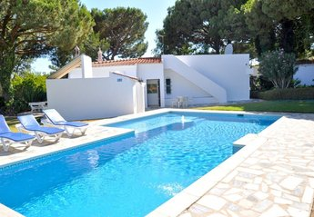 2 bedroom Villa for rent in Quarteira