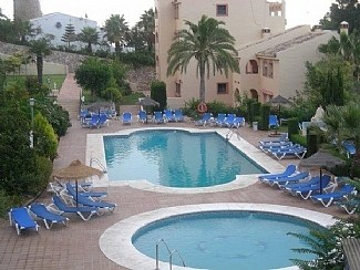 Apartment in Spain, Torrenueva: Fabulous shared pool and gardens.