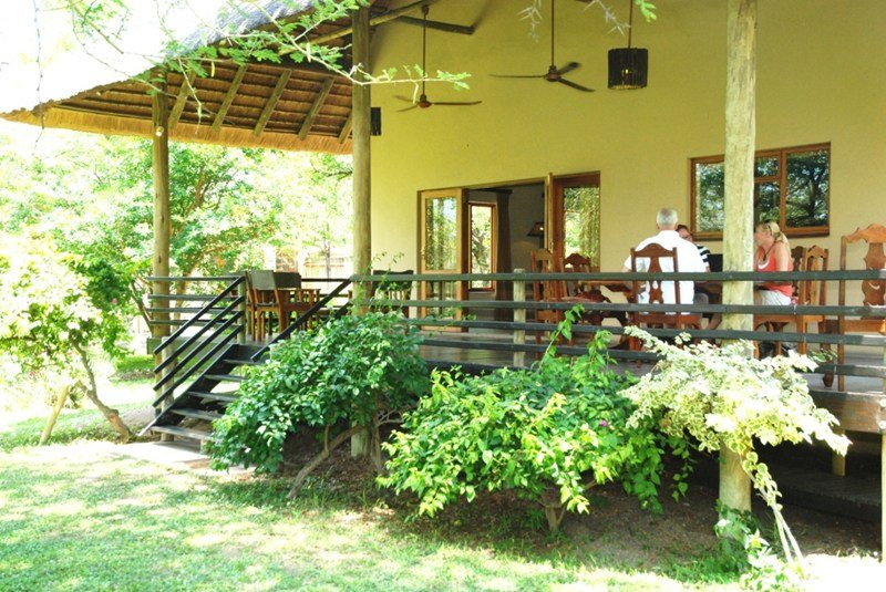 House in South Africa, Limpopo province: Vernda left side with dining table and chairs