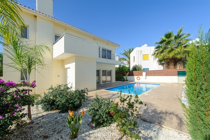 Villa in Cyprus, Protaras: Spacious Garden And Outside Pool Area