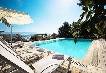 Villa in Nikiana, Lefkas: Poolside with wonderful seaviews