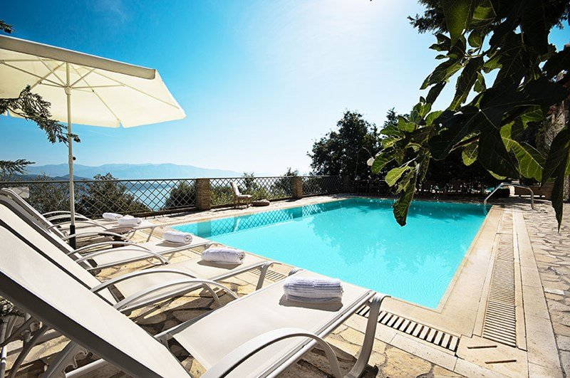 Villa in Greece, Nikiana: Poolside with wonderful seaviews
