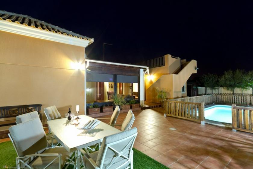 Private Villa with heated pool, free WIFI, Air Con, Sky TV