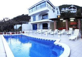Spacious 7 bedrooms Villa With Private Pool And Garden