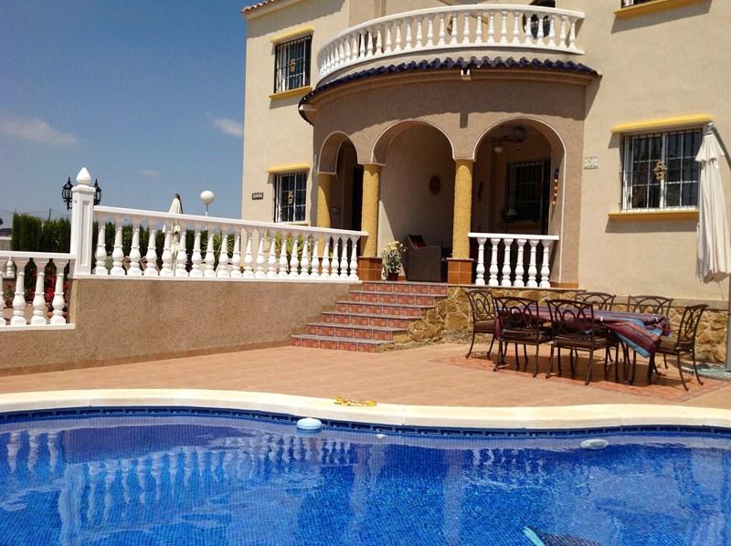 Beach Villa In Urb El Raso Spain With 3 Bedrooms