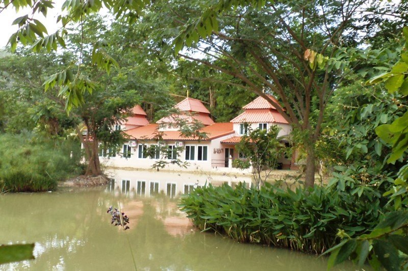 House to rent in chiang mai thailand with shared pool 114601 for Chiang mai house for rent swimming pool