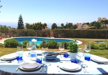 Villa in Spain, Calahonda: Stunning outdoor living area