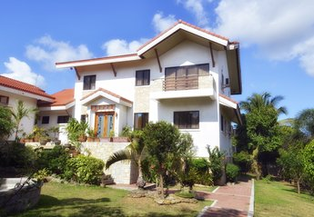 Villa in Philippines, Philippines: Road view of property