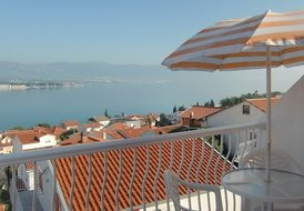 Apartment on Ciovo with balcony & sea view (2+2)