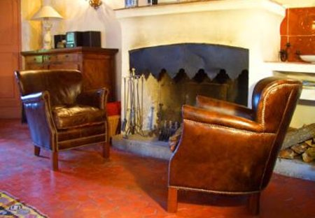 Village House in Flayosc, the South of France: Fireplace in living room
