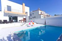 Villa in Portugal, Foz do Arelho: Pool area, perfect for relaxing in the sun.