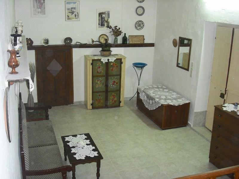 House in Greece, Haraki