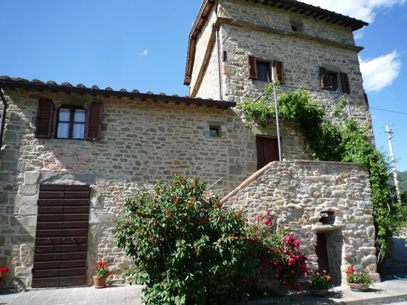 Villa in Italy, Cortona: Dardano entrance is up the stairs