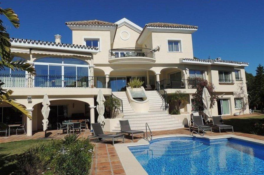 Villa in Spain, Marbella: Stunning villa with panoramic views.