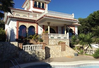 6 bedroom Villa for rent in Torrenueva